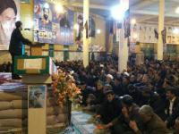 سوگواری مادر سادات در یادواره 300 شهید فامنین